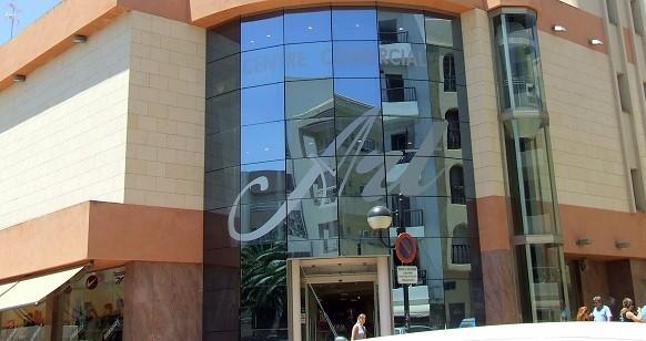 Centro Comercial   ART Calle Mariano Riquer Wallis, 6     07840  Santa Eulària del Rio  -  Ibiza (Eivissa)   Telf.  902 404 085